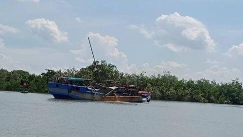 Bị vây bắt, 'cát tặc' chống trả quyết liệt trên sông Đồng Nai