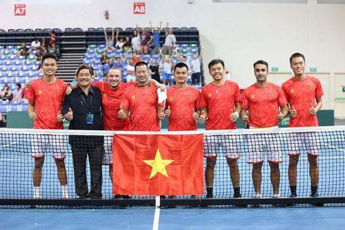 Vô địch thuyết phục, Lý Hoàng Nam cùng đồng đội nhận thưởng lớn