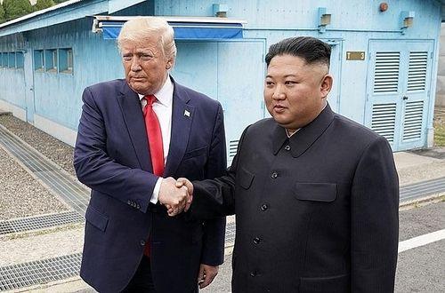 Bắt tay lịch sử Trump - Kim tại khu phi quân sự liên Triều