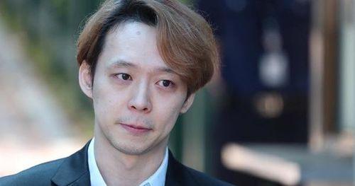 Nhận án treo, 'Hoàng tử gác mái' Park Yoo Chun khóc, xin lỗi