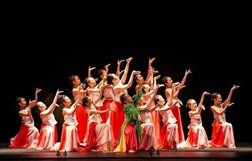 Đại vũ kịch tái hiện truyện cổ tích Việt Nam của gần 100 vũ công nhí