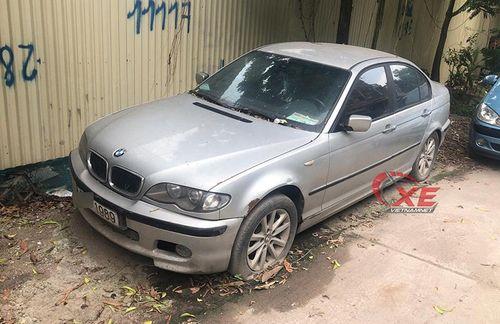 Hà Nội: Vứt xó 8 tháng, BMW bốc mùi khai thối