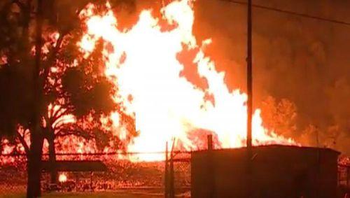 Cháy kho chứa 45.000 thùng whiskey gây lo ngại rượu tràn ra sông