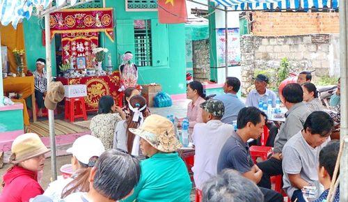 Tang thương làng chài Lạc Tân