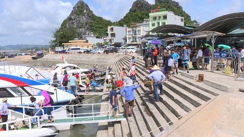 Tàu đi Cô Tô và các tuyến đảo huyện Vân Đồn ổn định trở lại sau bão