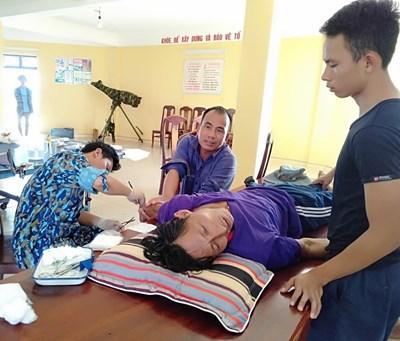 Cứu chữa kịp thời ngư dân bị tai nạn