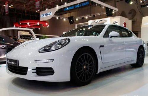 99 xe Porsche Panamera tại Việt Nam dính lỗi chập điện có thể gây cháy