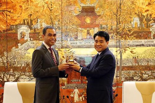 Chủ tịch UBND TP Hà Nội tiếp Đại sứ Malaysia