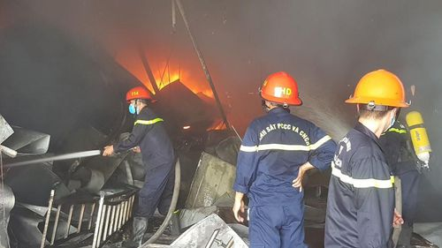 Cháy lớn tại công ty dược phẩm, thiệt hại 60 tỉ đồng