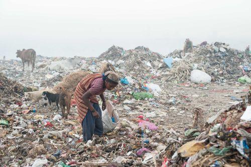 Cuộc mưu sinh bên 'Đỉnh Everest' làm từ rác