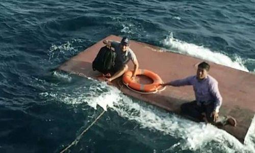 Cứu sống 4 thuyền viên trong vụ chìm tàu chở dầu ở Quảng Trị