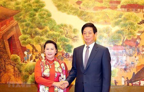 Chủ tịch Quốc hội đề nghị Trung Quốc tăng cường xúc tiến thương mại, tạo thuận lợi DN Việt