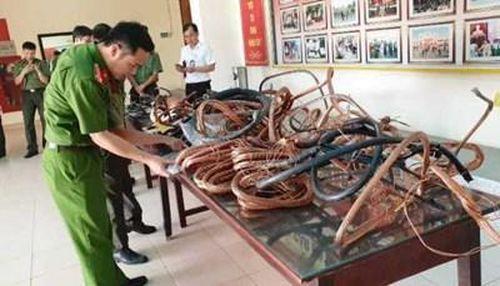 Bắt kẻ trộm gây khốn khổ cho hơn 5.000 hộ dân giữa ngày nắng nóng