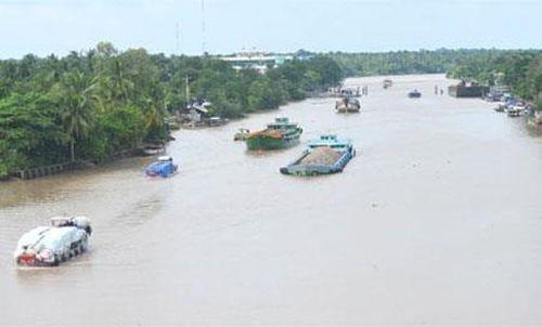 Hạn chế phương tiện giao thông đường thủy tại tuyến rạch Tôm