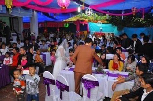 Hàng trăm người nhập viện cấp cứu sau khi đi ăn đám cưới