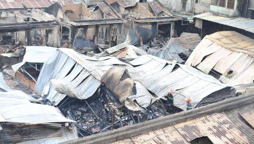 Cháy chợ kinh hoàng trong đêm, hơn 40 kiôt bị thiêu rụi