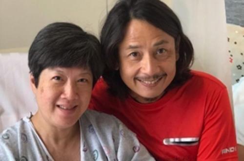 Sao nam TVB bật khóc khi vợ sinh con đầu lòng ở tuổi 52