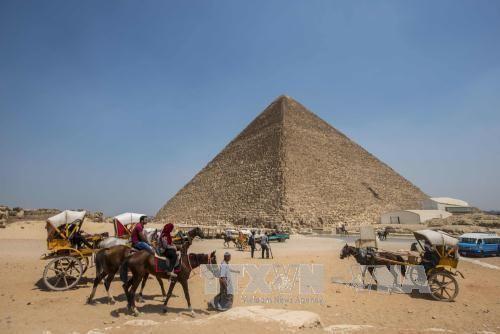 Ai Cập mở cửa hai kim tự tháp cổ cho khách tham quan