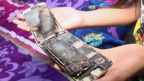 iPhone 6 bất ngờ bốc cháy trên tay bé gái 11 tuổi