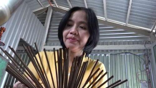 Cô giáo xứ dừa sáng chế loại nhang sinh học '2 trong 1'