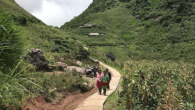 Đường hạnh phúc của bà con xã nghèo huyện Mèo Vạc