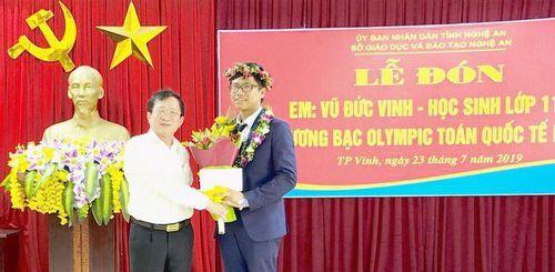 Nghệ An đón nam sinh xuất sắc đạt Huy chương Bạc Olympic Toán quốc tế 2019