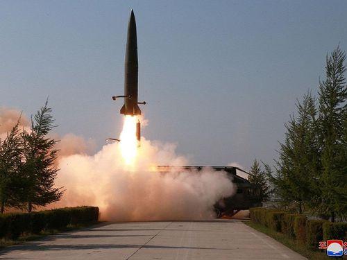 Triều Tiên lại bất ngờ phóng tên lửa ra biển Nhật Bản