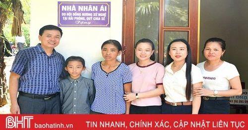 Báo Hà Tĩnh cùng nhà tài trợ bàn giao nhà nhân ái cho phụ nữ nghèo đơn thân
