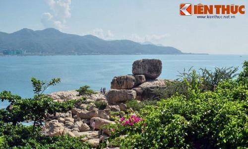 Điểm danh những 'hòn Trống Mái' kỳ lạ nhất Việt Nam