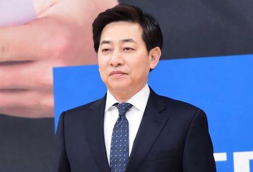 MC kỳ cựu Hàn Quốc bị khởi tố vì chụp lén dưới váy phụ nữ