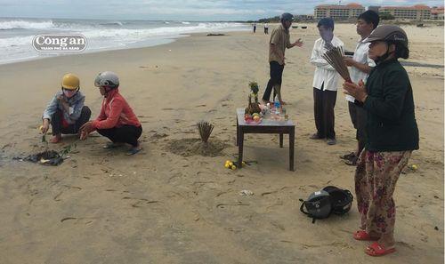 Tìm được thi thể hai nam sinh mất tích khi tắm biển Tân Trà