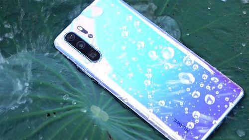 Cách bảo vệ smartphone trong tháng Ngâu mưa nhiều