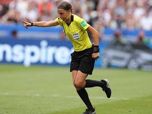 Tại sao UEFA để trọng tài nữ làm trận Siêu cúp châu Âu?