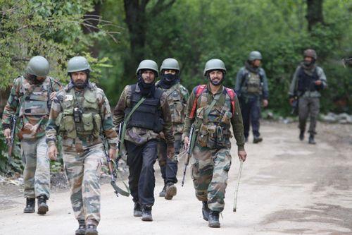 Ấn Độ sơ tán du khách, triển khai hàng nghìn binh sĩ đến Kashmir
