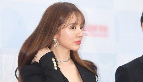 Yoon Eun Hye và dàn sao nữ Hàn Quốc xuất hiện trên thảm đỏ