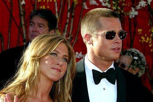 Jennifer Aniston và Brad Pitt vẫn qua lại thân mật