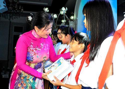 Bảo Việt Nhân Thọ trao 100 xe đạp cho trẻ em nghèo