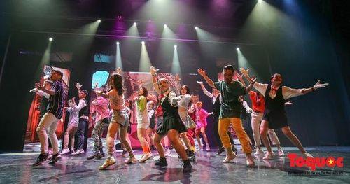 Đêm nhạc kịch ấn tượng của học sinh chuyên Hà Nội – Amsterdam