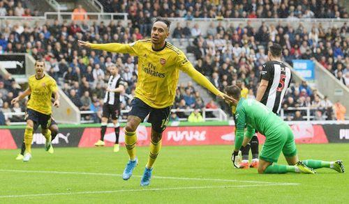 Aubameyang lập đại công, Arsenal thắng nhọc Newcastle