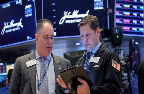 Dow Jones 'bay' gần 400 điểm do căng thẳng địa chính trị và lo ngại suy thoái