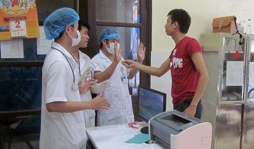 Hành hung bác sĩ ở bệnh viện Ninh Bình: Bao nhiêu bác sĩ từng là nạn nhân?