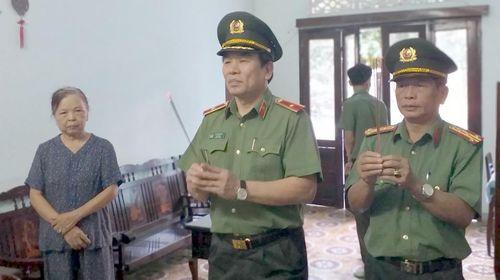 Giám đốc CATP Đà Nẵng viếng lãnh đạo CA qua các thời kỳ