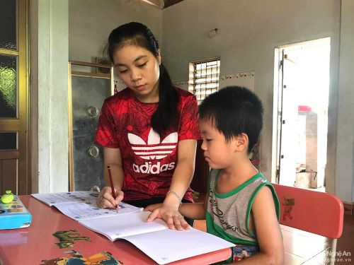 Nữ sinh đạt điểm cao nhất huyện Nghĩa Đàn 'bật mí' bí quyết luyện thi