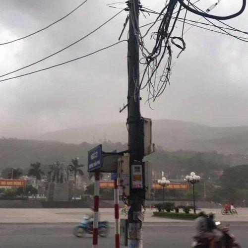 Hãi hùng cảnh bão bụi 'siêu to khổng lồ' xuất hiện ở Quảng Ninh