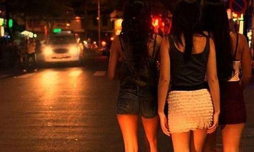 Thiếu nữ làm nghề mại dâm biệt tích sau khi bị lừa bán sang Trung Quốc
