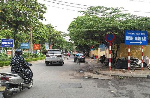 Phố Nguyễn Quý Đức, quận Thanh Xuân: Bất cập từ hệ thống biển cấm