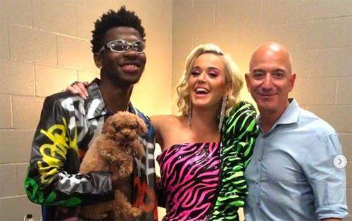 Jeff Bezos mở tiệc ăn mừng thành công của Amazon, mời thêm cả Katy Perry đến 'quẩy'