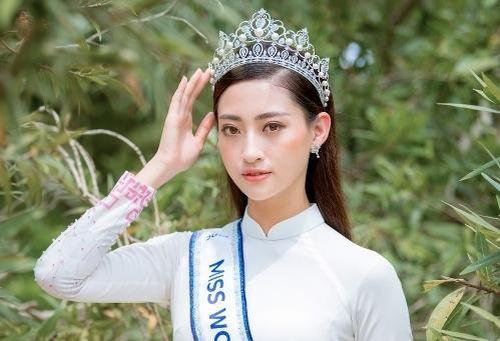 Hoa hậu Lương Thùy Linh bị chê kỹ năng sân khấu