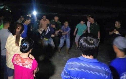 Tìm thấy thi thể 4 du khách bị sóng cuốn khi tắm biển Bình Thuận