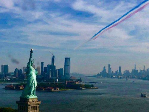 Choáng ngợp với màn trình diễn của dàn máy bay Anh - Mỹ trên bầu trời New York